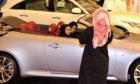 Saudi-women-motor-show-007