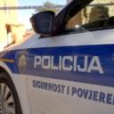 Vozio kamion bez vozačke dozvole, preticao policiju i izgurao ih sa ceste