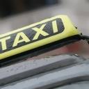 Maloljetnik ukrao taksi, pa sletio s kolovoza
