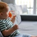 Treba li bebama davati vodu tokom vrućeg vremena?