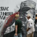 Krv na rukama ratnog zločinca Ratka Mladića na muralu u centru Beograda