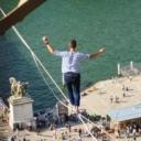 Francuz prehodao 600 metara preko konopca iznad Sene na visini od 70 metara