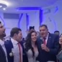 Đoković i Dodik na svadbi Majdova zapjevali Romaniju, Pukni zoro i Božanstvena ženo…