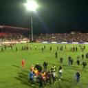Navijači Veleža utrčali na teren i prekinuli susret protiv Borca